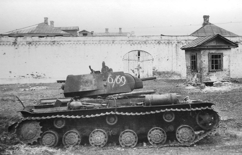 KV 1 dañado en Mtsenk