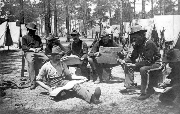 company-e-of-the-9th-infantry-reading-newspapers-during-the-spanish-american-war